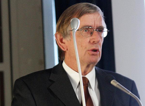 und Prof. Dr. Michel E. Domsch, HSU